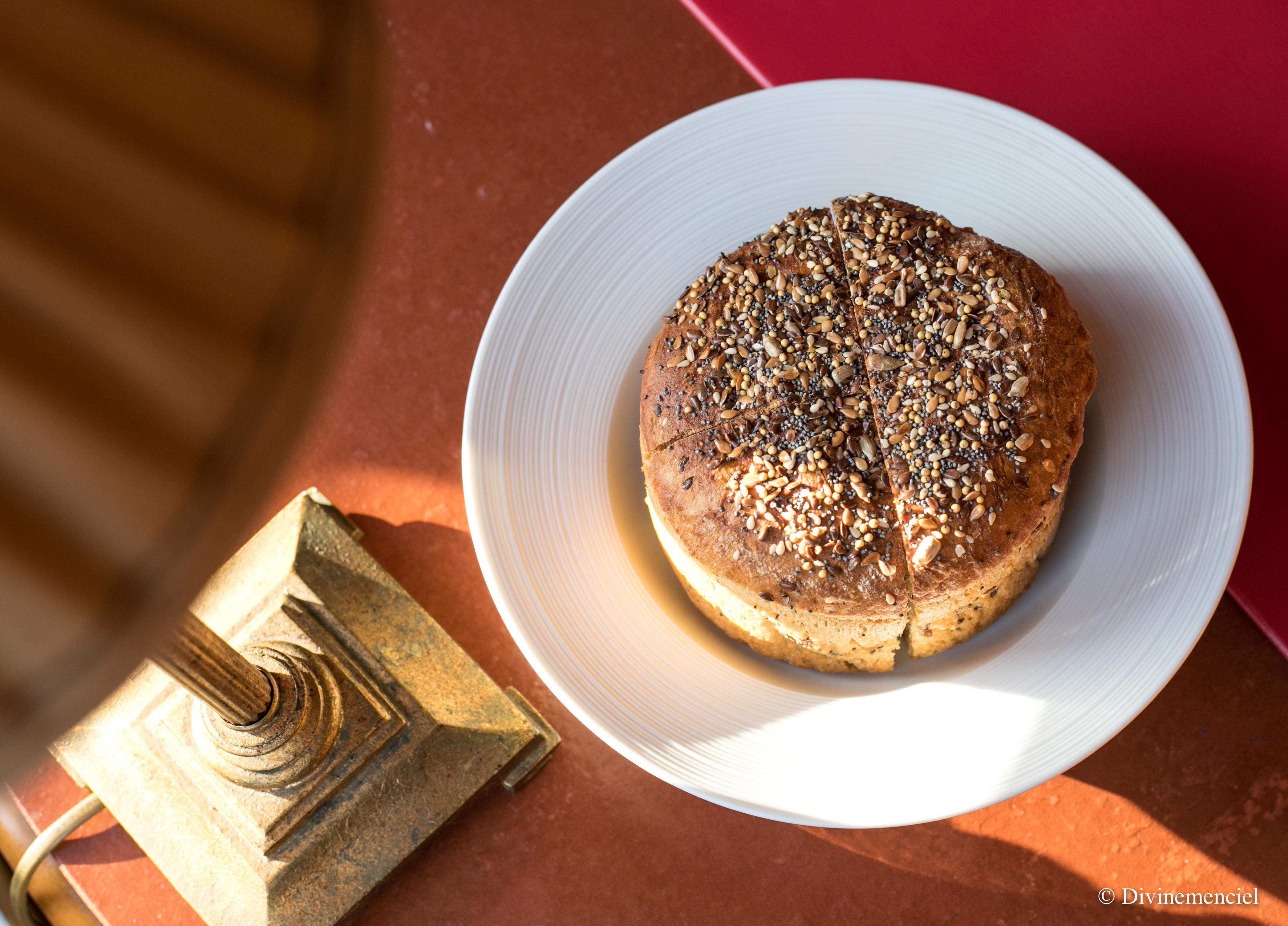 restaurant-gastronomique-lyon-letage-pain-maison