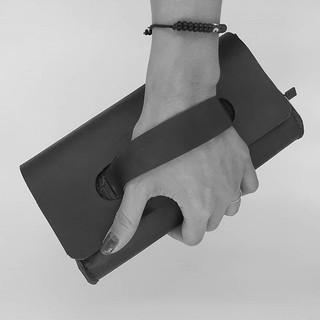 Pochette main en cuir