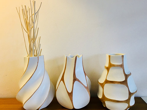 "Vase en bois de manguier ""Vague"" blanc"