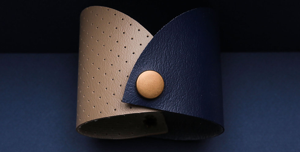 Double semicircle sleeve bracelet
