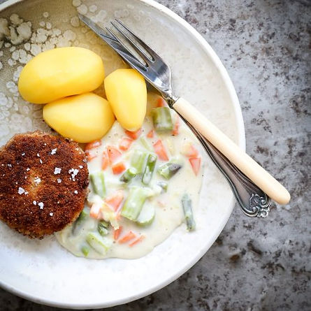 karbonader med frikassé og hvide kartofler