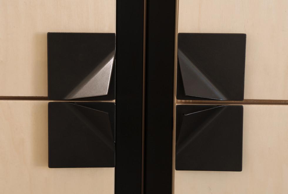 Détail Poignées Cabinets Hashtag Design Paris design by Fred Hernandez