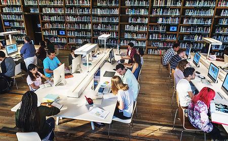 Kütüphanede Öğrenci