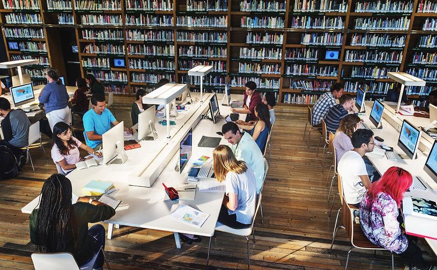 図書館の学生