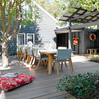 garden-table-robert-plumb-pearl-beach-ac