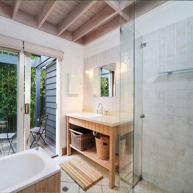 bathroom-pearl-beach-accomodation-8-peop