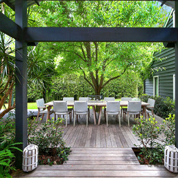 garden-robert-plumb-table-pearl-beach-ac