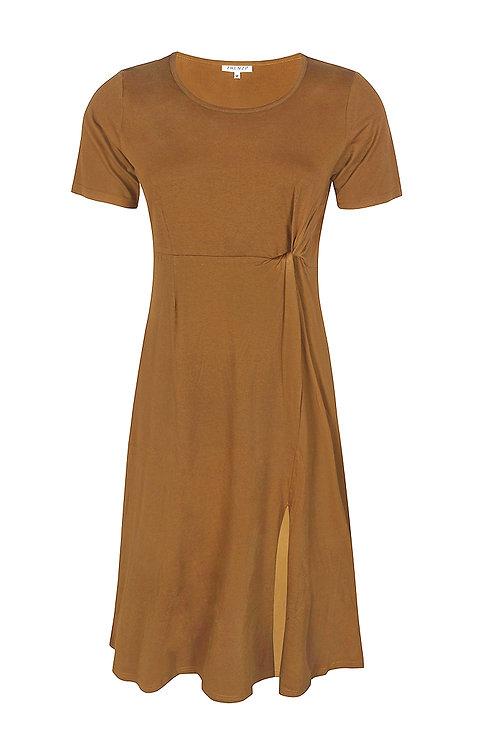 Maxi-jurk met knoopdetail in mosterd