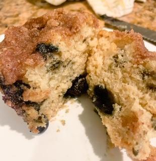 Vegan Cinnamon Crumb Blueberry Muffins