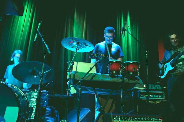 Austin Birdy performing with Aüva @ Berklee's Cafe 939
