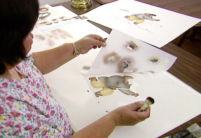 Elsie Klengenberg developing prints for Uvajuq.