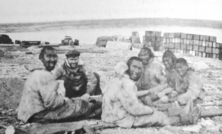 Diamond Jenness meets with Inuinnait at his camp in Bernard Harbou, 1914 (CMH/FJ 42232).