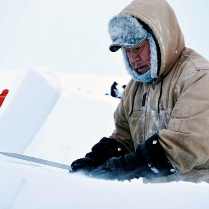 jimmy haniliak cutting building iglu.jpg