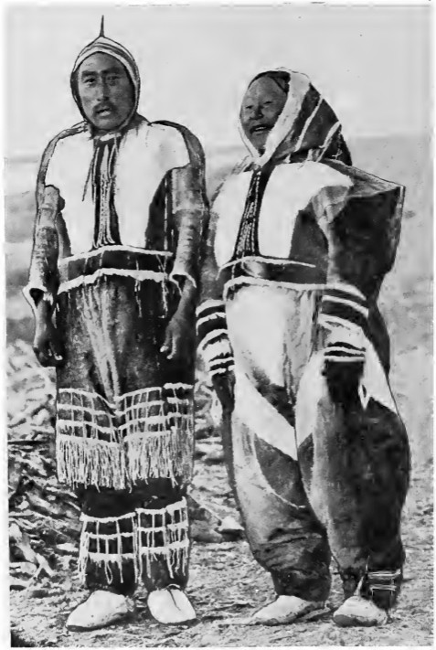 Ikpakhuak and his wife Higilak in full dance costume, Bernard Harbour, 1916 (Wilkins/CMC 36913).