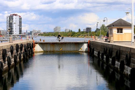 Slusen ved Sjællandsbroen