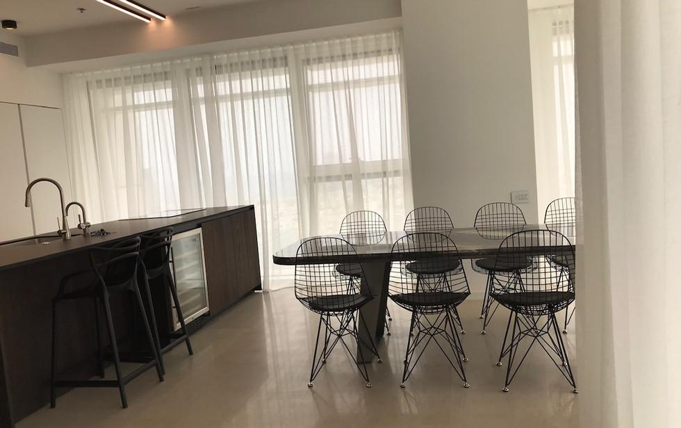 Rothschild blvd, dining area