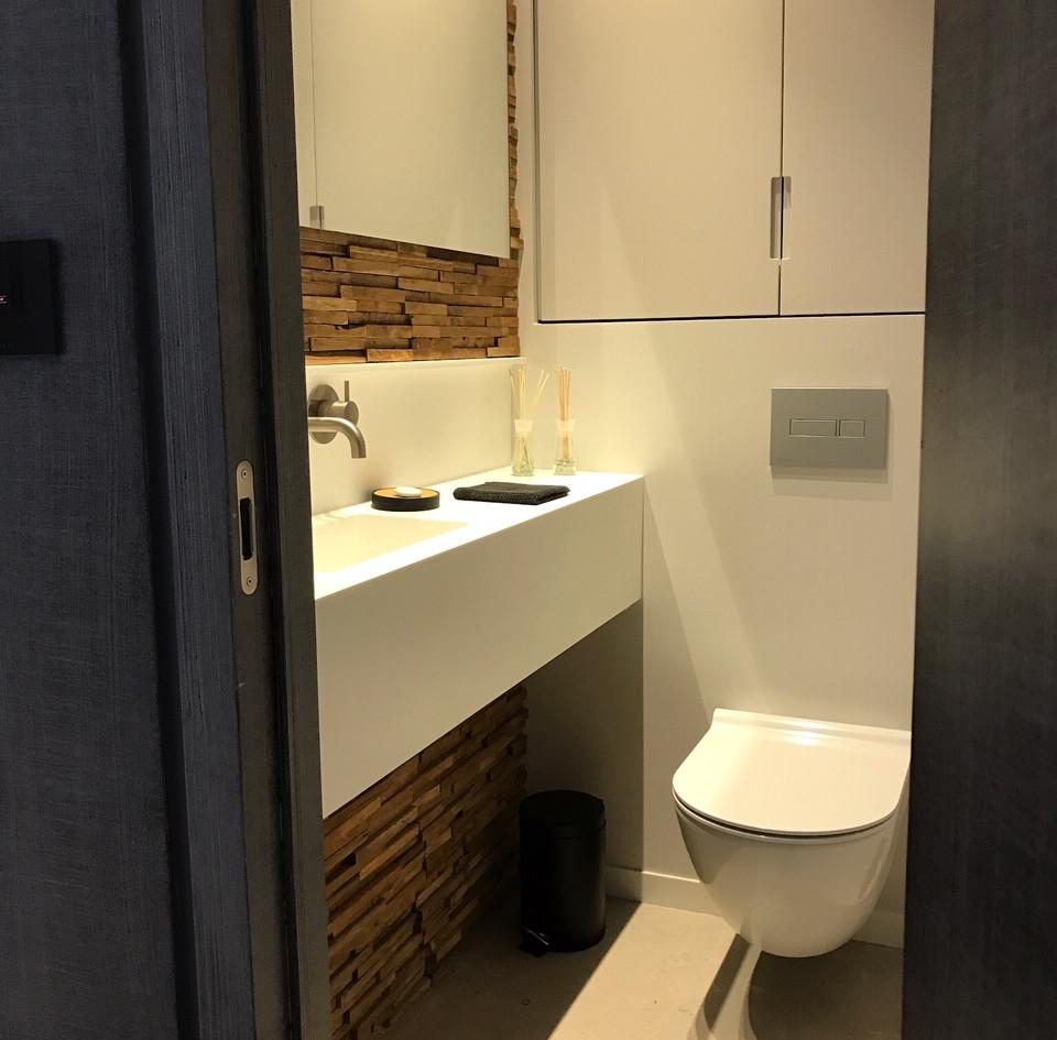 One Lustigman, bathroom