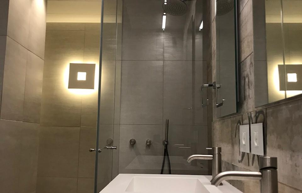 Rothschild blvd, bathroom detail