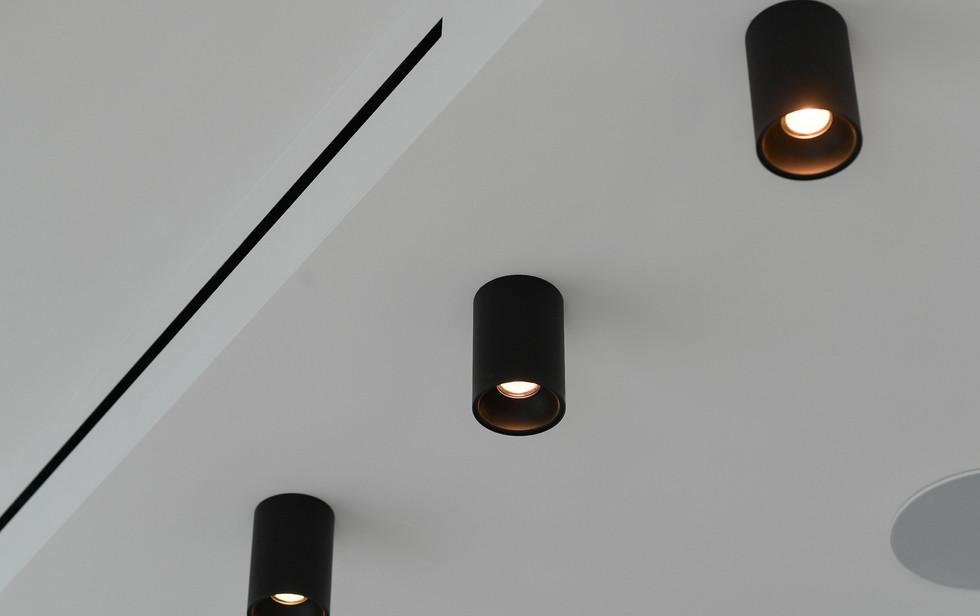 Meier Tower, lights