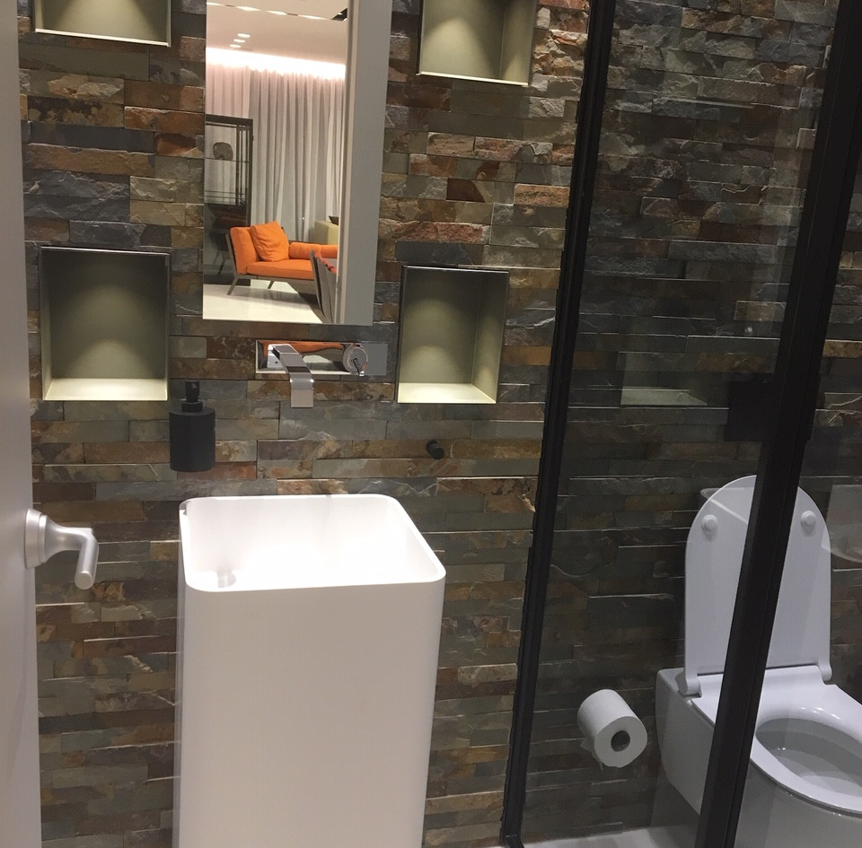 Nam Tower, bathroom