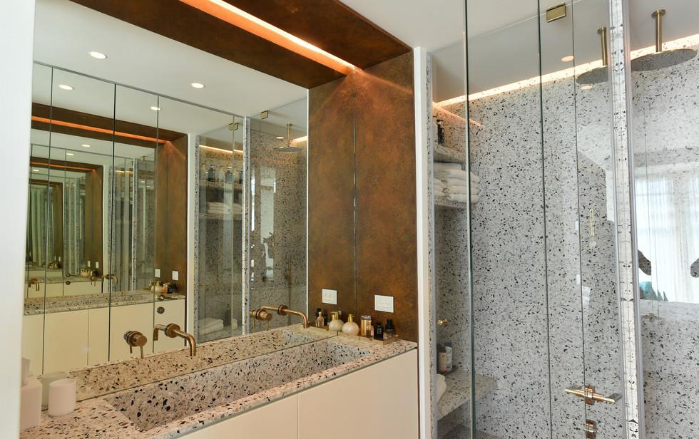 Meier Tower, bathroom