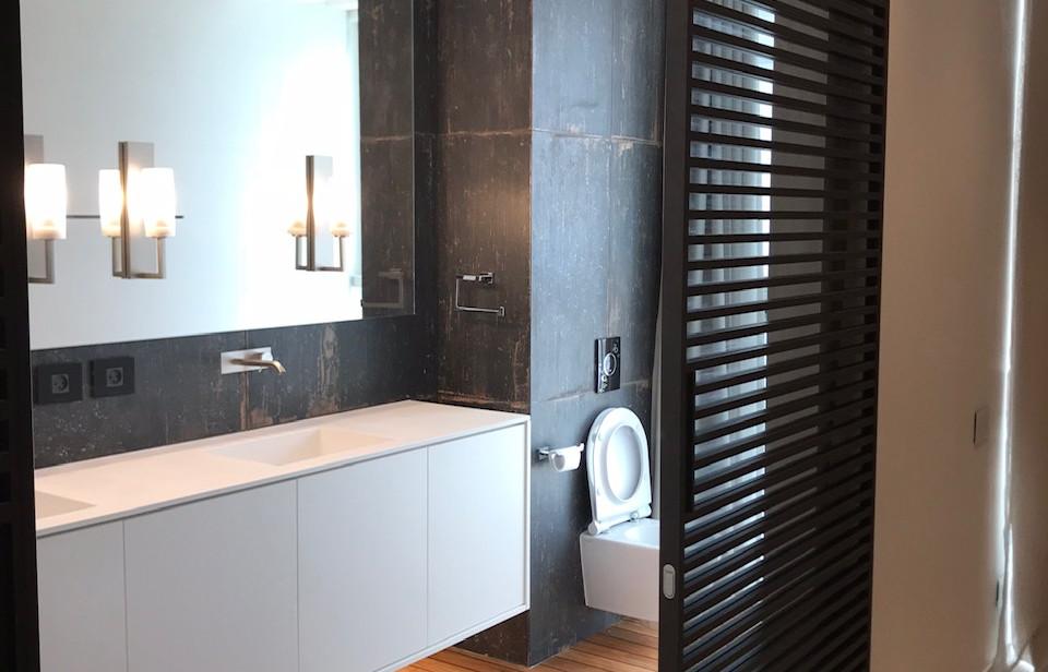 Rothschild blvd, bathroom