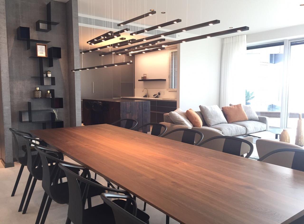 One Lustigman, dining area