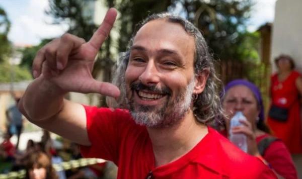 """Policiais penais viram réus por tortura de ativista que chamou Bolsonaro de """"genocida"""""""