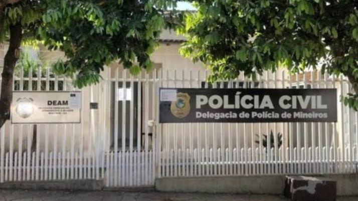 Homem é preso suspeito de estuprar a filha de 10 anos após a mãe dela descobrir em Goiás