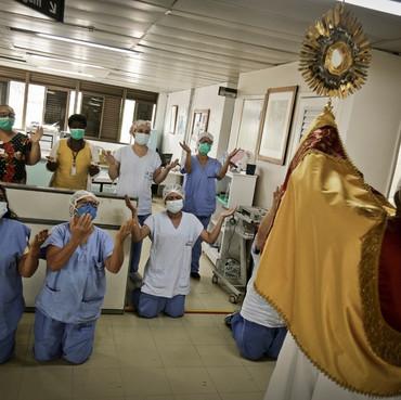 Internados no Hran recebem oração da Arquidiocese