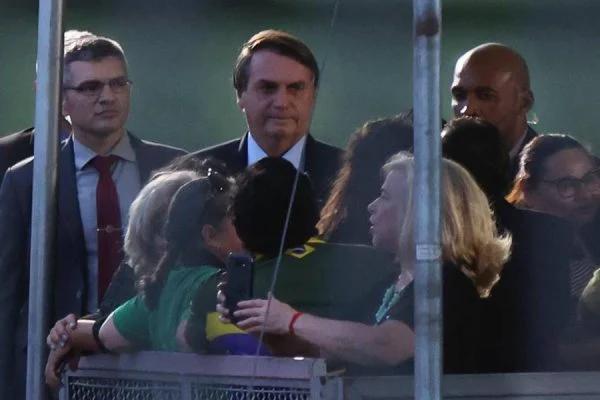 """Bolsonaro sobre restrições nos estados: """"Já dei recado. Daqui para frente, vou agir"""""""