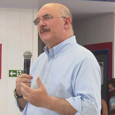 Em Goiânia, ministro da Educação afirma que 'programa do governo é o retorno presencial' das aulas