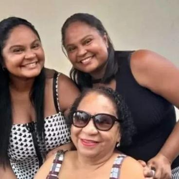 Mãe e filhas gêmeas morrem de Covid-19 com 19 dias de diferença