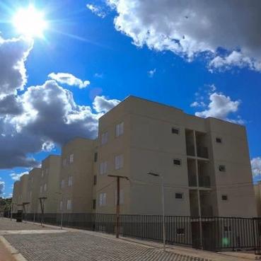 Mais de 100 famílias recebem moradia popular em cidade do Entorno do DF