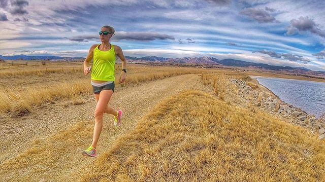 Mountain views, a nice dirt trail, and 70 degree winter days, makes me one happy girl! 😁 #runhappy