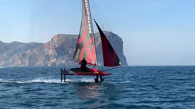 MOTHQUITO IFS FOILING Tests Phase Rider: Javier Poole