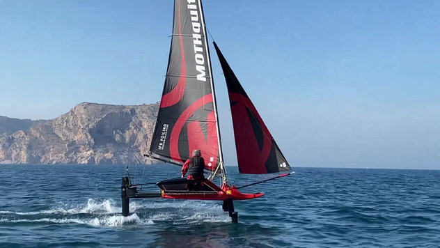 MOTHQUITO IFS FOILING Tests Phase Rider Javier Poole