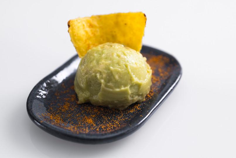 Guacamole, nachos e paprika