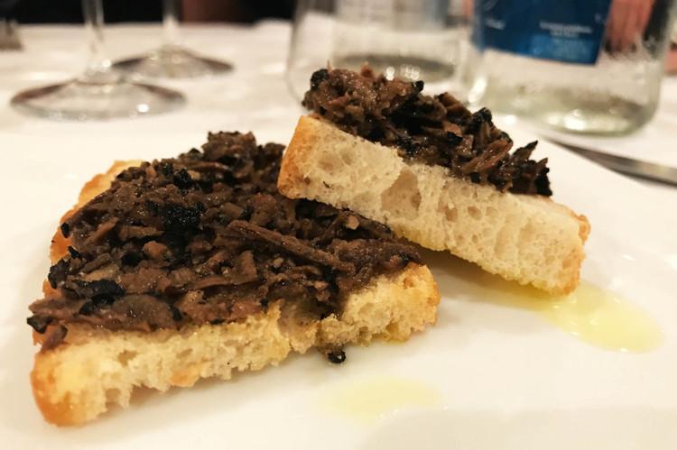 DOP-Umbria-olio-su-tartufo-nero-uncinato