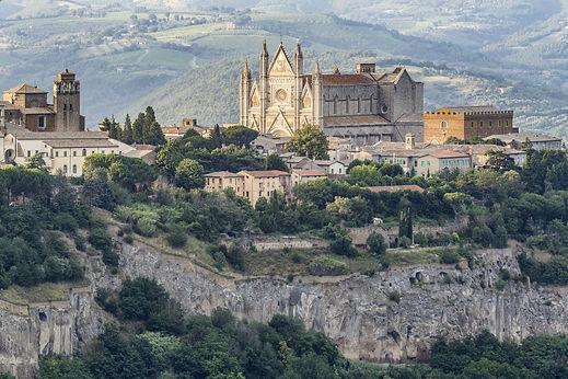 the-duomo-di-orvieto-in-umbria-italy-roy