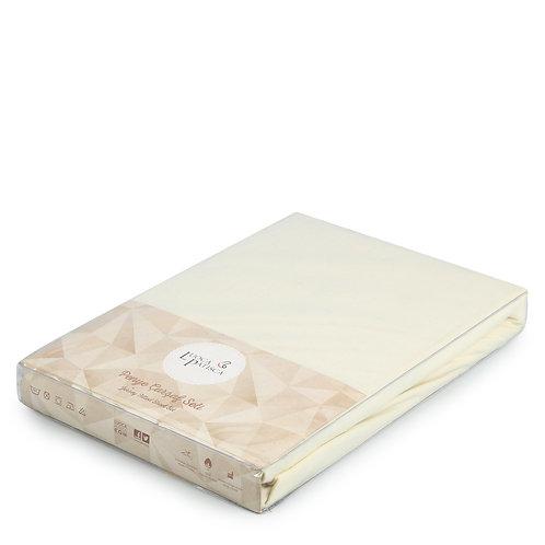 Трикотажная простынь на резинке молочная 1,5 спальная