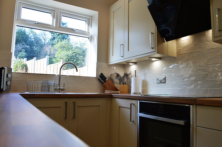 Traditional Fitted Kitchen, designed and supplied by Kitchen Craft Design Chesterfield & Sheffield