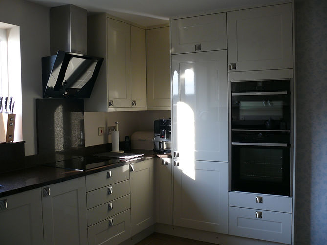 Modern Fitted Kitchen, designed and supplied by Kitchen Craft Design Chesterfield & Sheffield