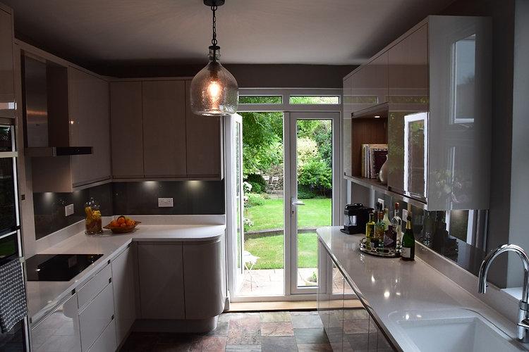 Handleless Cashmere Modern Kitchen