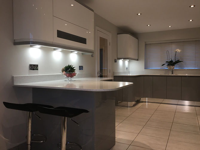 Modern Handleless Fitted Kitchen, designed and supplied by Kitchen Craft Design Chesterfield & Sheffield