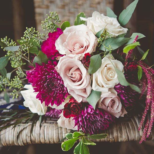 Fell in LOVE with the cranberry and blush in this bouquet!  Thanks for the photo _josephineyphoto Fl