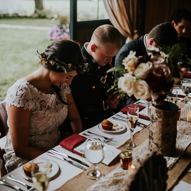 Love this image captured by _simplyjordanlee of our lovely bride and groom praying before their meal