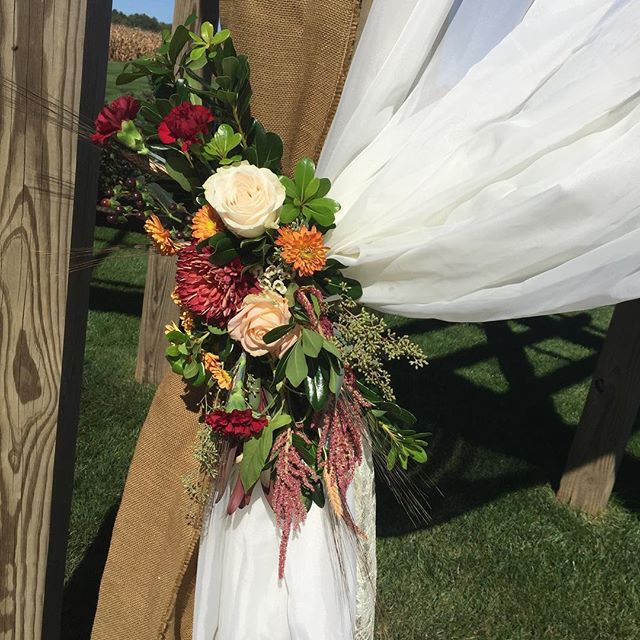 Such a gorgeous day for this fall wedding! _homesteadevents _janetannsdesignanddecor #wedding #weddi