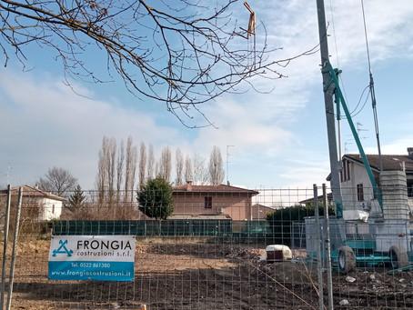 Allestito nuovo cantiere a Bagnolo in Piano per la costruzione di una villa singola