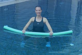 תרגילים לחיטוב הגוף בבריכה